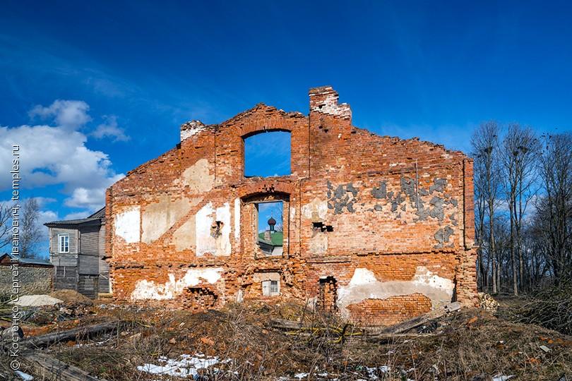 Руины монастырского корпуса Пятогорского Богородицкого женского монастыря